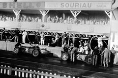 Riley racing cars 1934, In the pits during the Le Mans road race in France