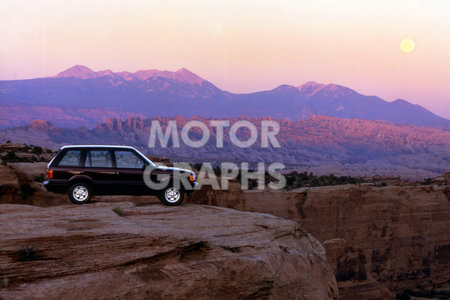 Range Rover (P38) 1995 overlooking a canyon in the mountains